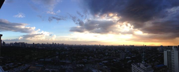 Sun sets over Manila