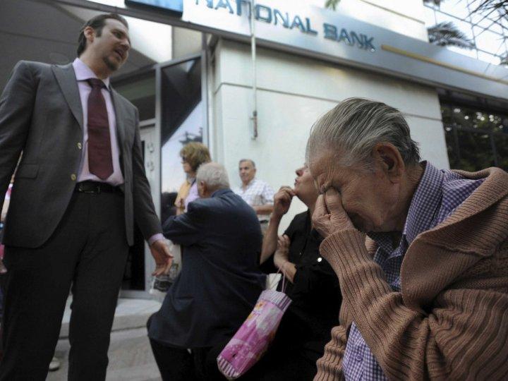 greece-queues